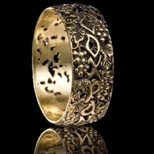Кольцо с молитвой из белого золота